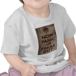 El vintage ahora se atierra y Freak hacia fuera Camisetas
