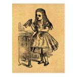 El vintage Alicia me bebe Tarjetas Postales