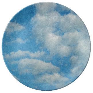 El vintage apenado se nubla el fondo platos de cerámica