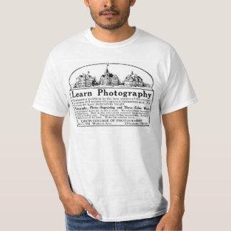 El vintage aprende la camiseta del anuncio de la
