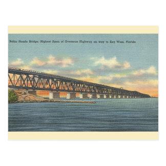 El vintage Bahía Honda tiende un puente sobre la Postal