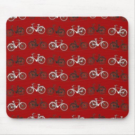 El vintage blanco negro rojo monta en bicicleta el alfombrillas de raton