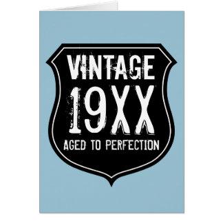 El vintage envejeció a la tarjeta de cumpleaños de