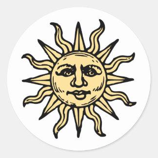 El vintage estilizado Sun hace frente Pegatina Redonda