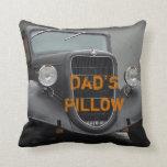 El vintage Ford acarrea la almohada