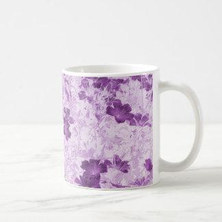 El vintage inspiró color de malva floral taza