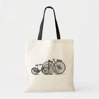 El vintage monta en bicicleta las bolsas de asas v