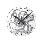 El vintage náutico del pulpo del steampunk kraken  reloj redondo mediano