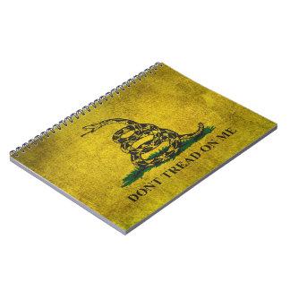 El vintage no pisa en mí la bandera de Gadsden Libro De Apuntes