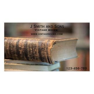 El vintage reserva la librería de la mano del tarjeta de visita