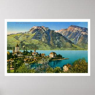 El vintage restauró la vista de las montañas póster