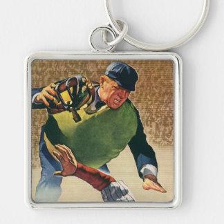 El vintage se divierte al jugador de béisbol, el llavero cuadrado plateado