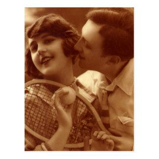 El vintage se divierte tenis, amor y romance tarjeta postal