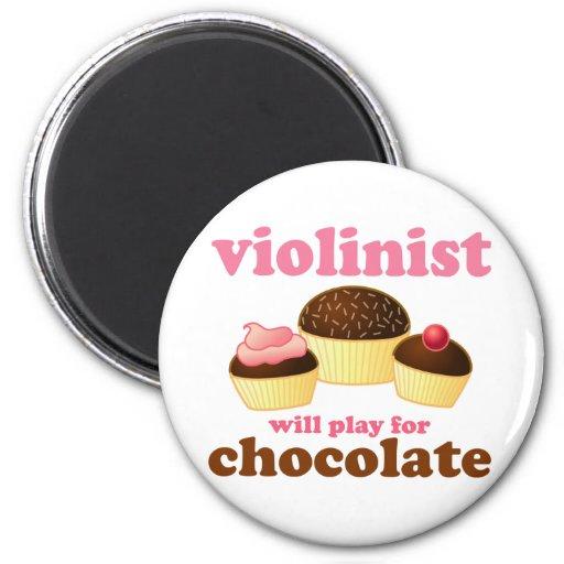 El violinista jugará para el chocolate imán redondo 5 cm