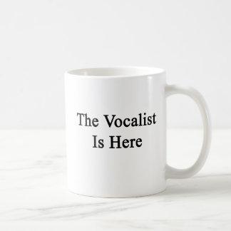 El vocalista está aquí tazas de café