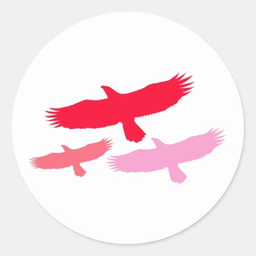 El volar de tres Eagles (rojo) Pegatinas Redondas