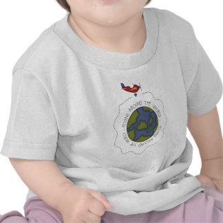 El volar en todo el mundo camiseta