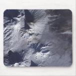 El volcán de Bezymianny exhibe un penacho modesto Alfombrillas De Ratón