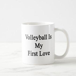El voleibol es mi amor del puño taza clásica