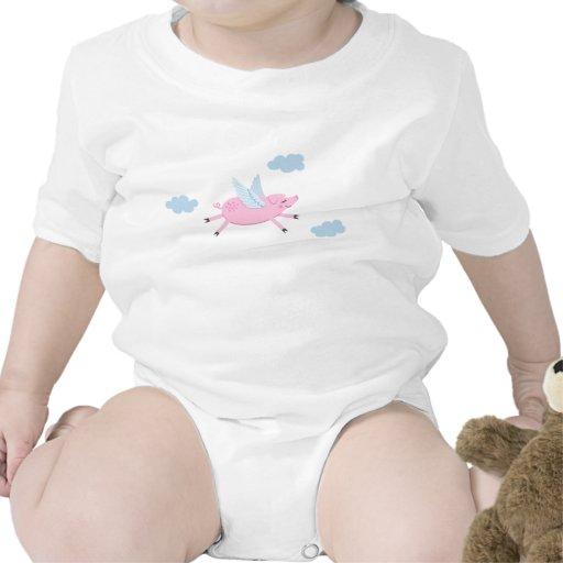 El vuelo del cerdo del dibujo animado entre azul trajes de bebé