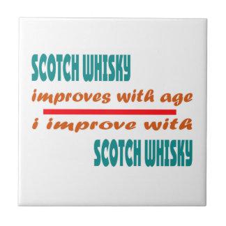 El whisky escocés mejora con edad azulejo cuadrado pequeño
