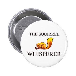 El Whisperer de la ardilla Pin Redondo De 2 Pulgadas