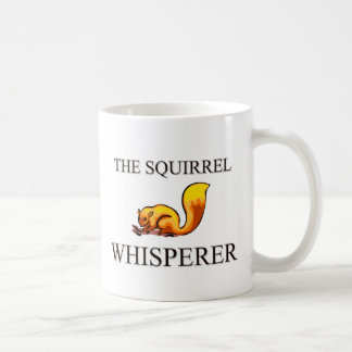 El Whisperer de la ardilla Taza Básica Blanca