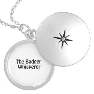 el whisperer del tejón pendientes