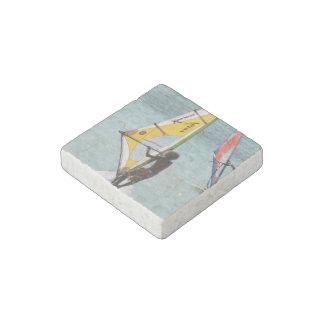 El Windsurfing Imán De Piedra