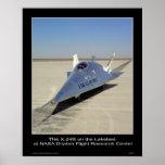 El X-24B en el Lakebed en el centro de la NASA Dry Poster