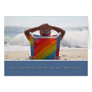 El yerno del día de padre, playa del océano, agita felicitación