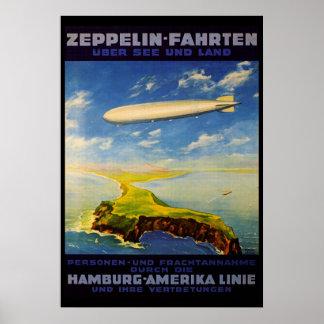 El zepelín dispara el ~ sobre el mar y la tierra posters
