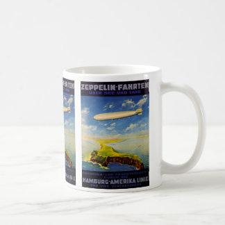 El zepelín dispara el ~ sobre el mar y la tierra taza de café