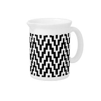 El zigzag blanco negro de Ikat Chevron raya el Jarras Para Bebida