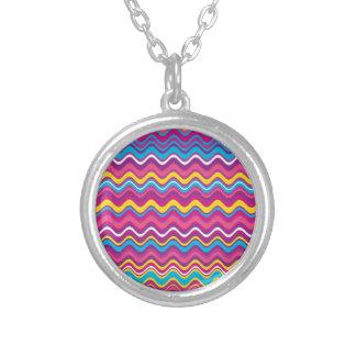 El zigzag colorido de la onda raya el modelo pendientes