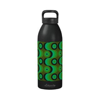 El zigzag curvado alinea los años 70 verdes de los botellas de agua reutilizables