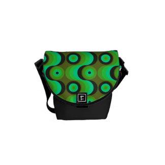El zigzag curvado alinea los años 70 verdes de los bolsas de mensajeria