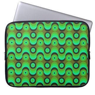 El zigzag curvado alinea los años 70 verdes de los fundas computadoras