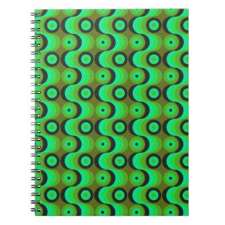 El zigzag curvado alinea los años 70 verdes de los cuadernos