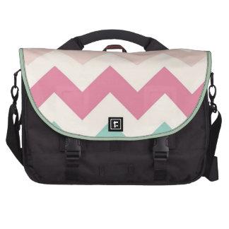 El zigzag en colores pastel del galón raya moda de bolsas de ordenador