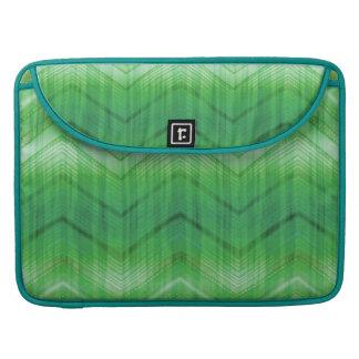 El zigzag femenino verde de moda raya el modelo fundas para macbooks