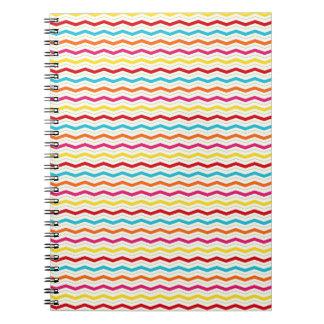 El zigzag fino colorido de Chevron raya el modelo Libreta Espiral