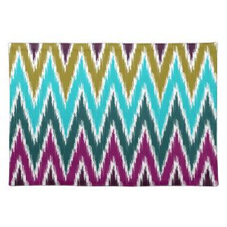 El zigzag púrpura de Ikat Chevron del trullo raya Manteles