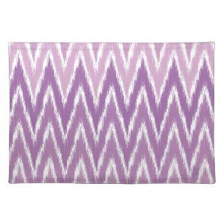 El zigzag púrpura de Ombre Ikat Chevron raya el Mantel