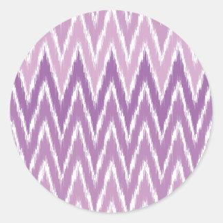 El zigzag púrpura de Ombre Ikat Chevron raya el mo Pegatinas Redondas