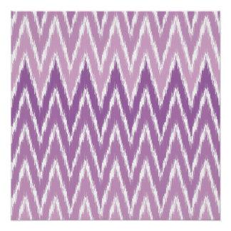 El zigzag púrpura de Ombre Ikat Chevron raya el Perfect Poster