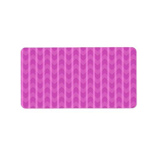 El zigzag rosado femenino de moda raya el modelo etiqueta de dirección