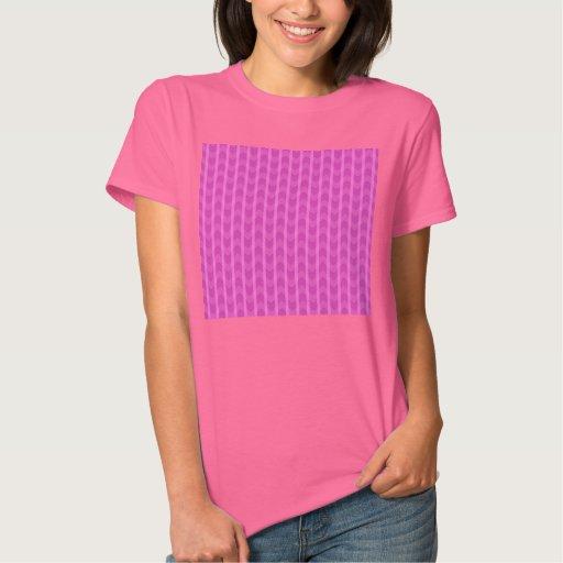El zigzag rosado femenino de moda raya el modelo playera