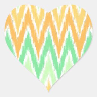 El zigzag verde anaranjado de Ikat Chevron raya el Colcomanias De Corazon Personalizadas