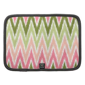 El zigzag verde rosado de Ikat Chevron raya el mod